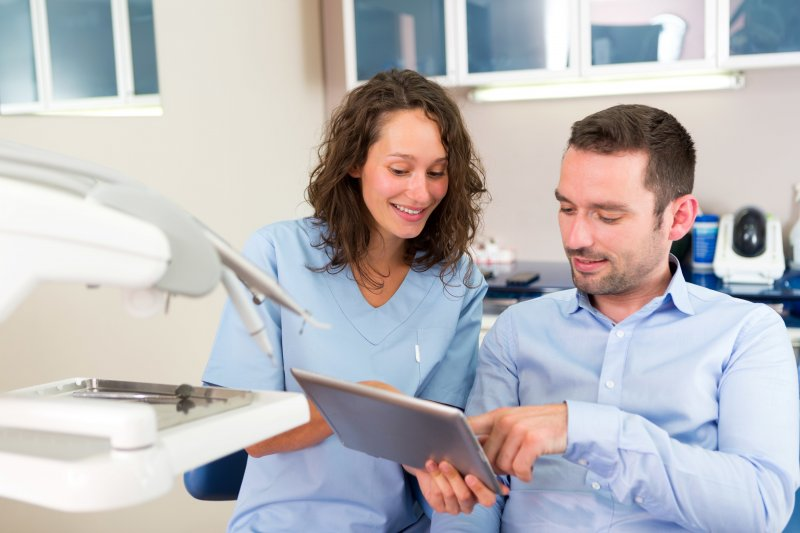 A male patient discussing with a female dentist